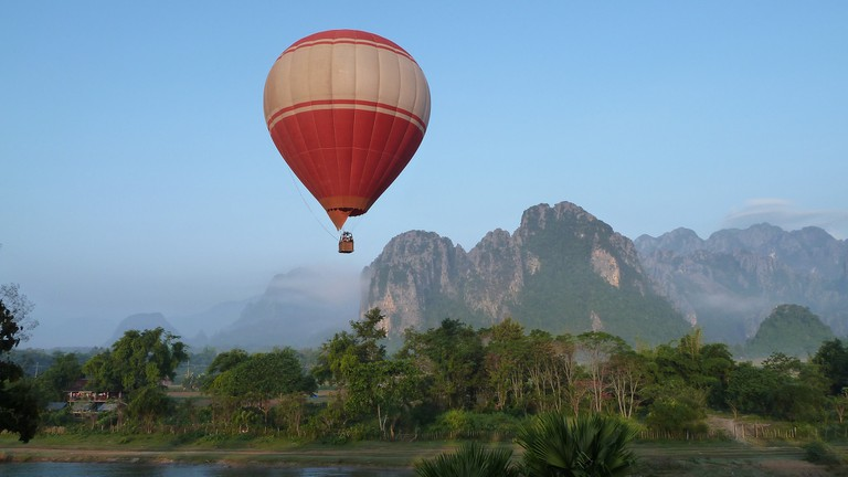 Hot Air Balloon Over Vang Vieng | © Rob Young/Flickr