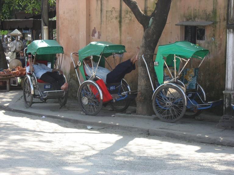 Cyclos for hire | © David Bacon/Flickr