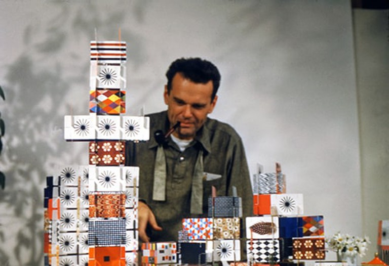 32. An Eames Celebration. Charles Eames playing with the House of Cards_Pattern Deck_1952_∏_2017 Eames Office_LLC