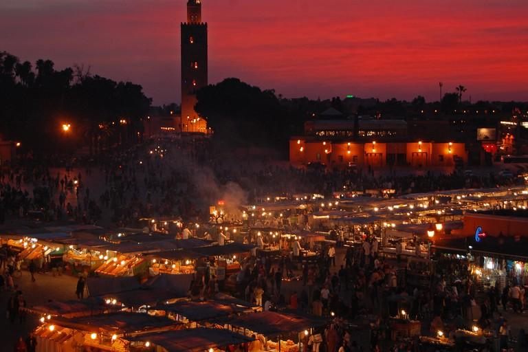 "<a href=""https://www.flickr.com/photos/kristofarndt/32672546242/"" rel=""noopener"" target=""_blank"">Nighttime at Marrakech's Djemaa el Fna"