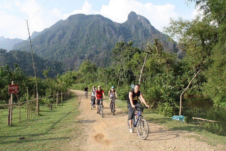 Cycling Vang Vieng | © Nick Hewson/Flickr
