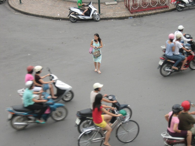 Pedestrian in Vietnam | © Prince Roy/Flickr
