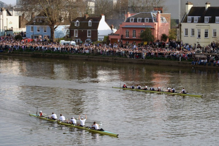 800px-Finish_of_2007_Oxford-Cambridge_boat_race