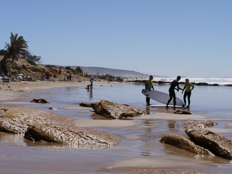 "<a href=""http://www.heatheronhertravels.com/"" target=""_blank"">Surfers near Agadir"