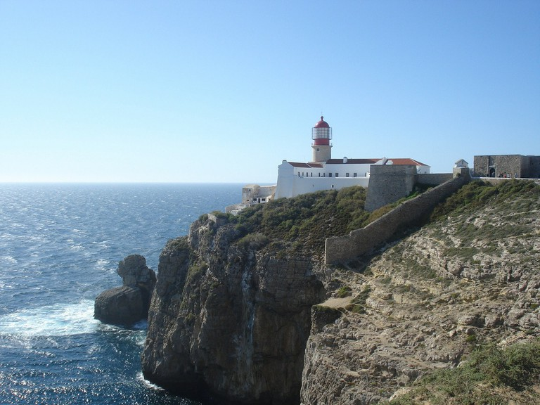 https://pixabay.com/en/algarve-lighthouse-sea-209941/