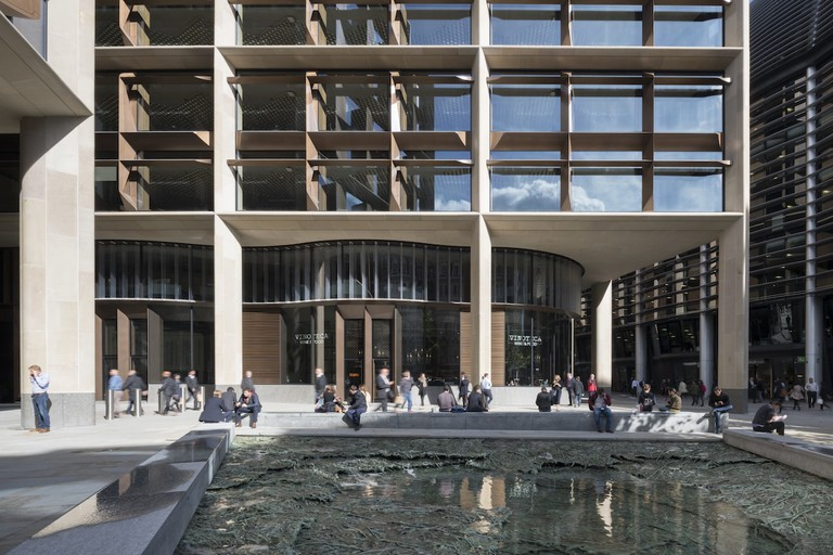 Bloomberg_LDN_Exterior_16_Plaza