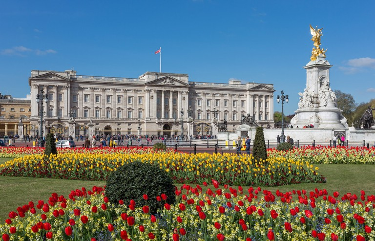 Buckingham Palace has 19 state rooms