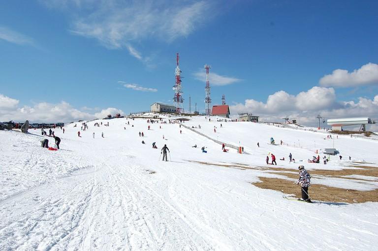Manzaneda skiing, Galicia, Spain | ©joselomba / Wikimedia Commons