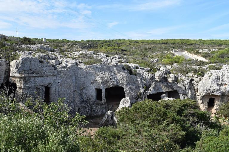 Cala Morell Necropolis | © Dreizung / Wikimedia Commons