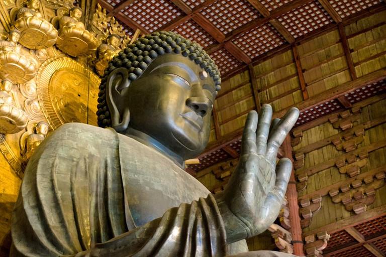 Close_up_view_of_Great_Buddha_Hall_Daibutsu_in_Tōdai-ji_temple_complex._Nara,_Nara_Prefecture,_Kansai_Region,_Japan