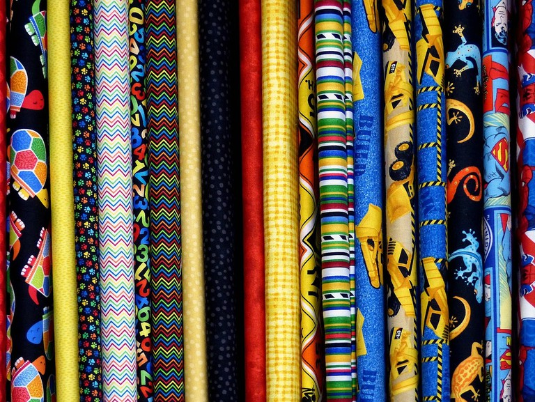 Colorful fabrics for your funny outfit | © skeeze/pixabay