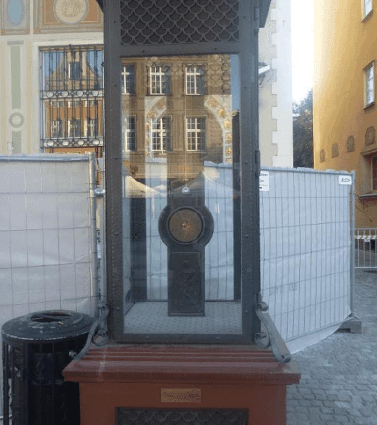 Fahrenheit Monument