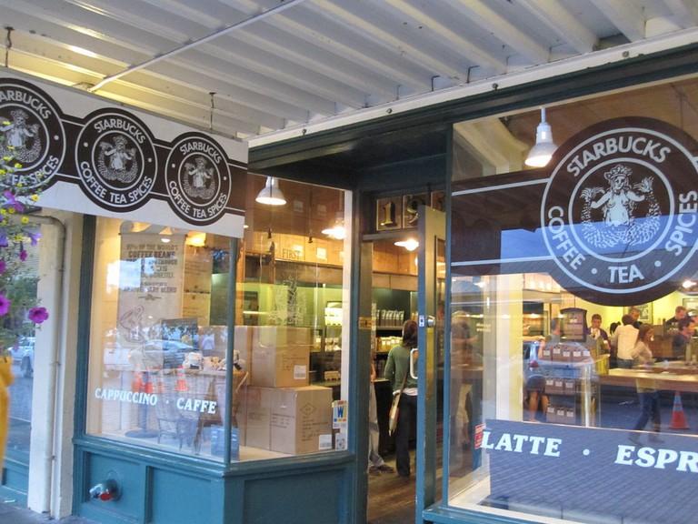 First Starbucks | © Ivan Hernández / Flickr