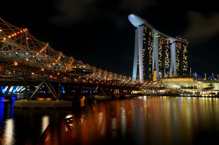 Helix_Bridge_^_Marina_Bay_Sands_-_panoramio (1)