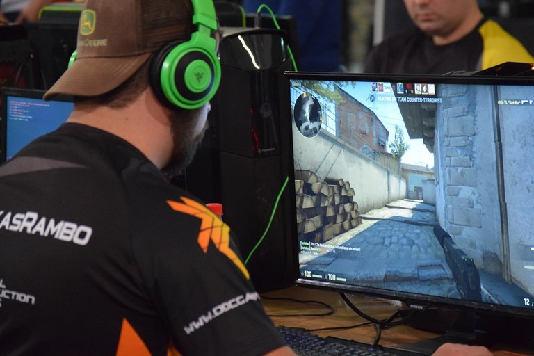 Competitive LAN gaming