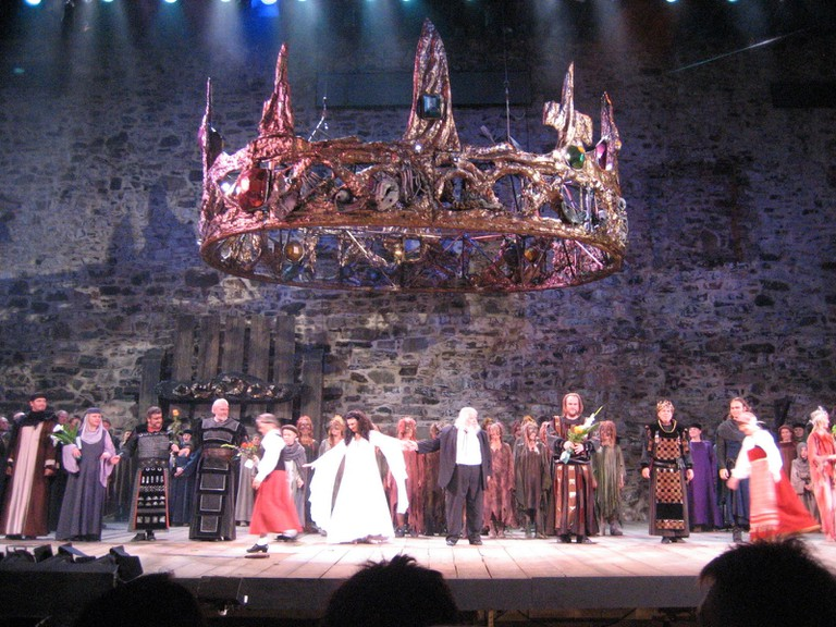 Macbeth_applause_at_Savonlinna_Opera_festival_in_2007_-_panoramio