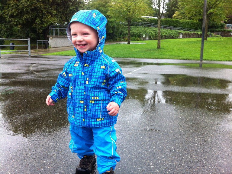 Playing in the Rain | © yancy9 / Flickr
