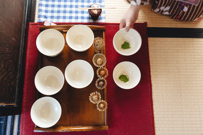 Making tea at Ikegami Hyakuchikutei | Mithila Jariwala / © Culture Trip