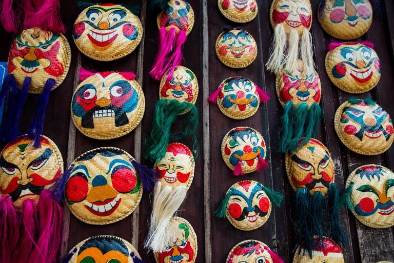 Strange faces for sale | © Jimmy Tran/Shutterstock