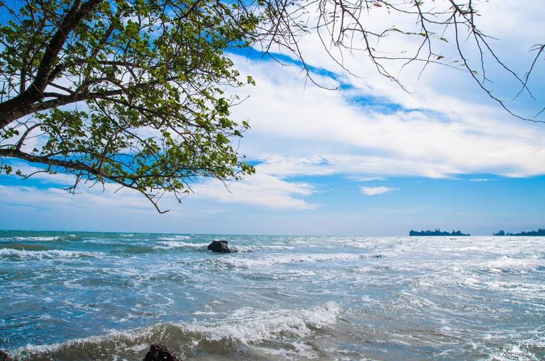 Thom Beach | © Jindowin/Shutterstock