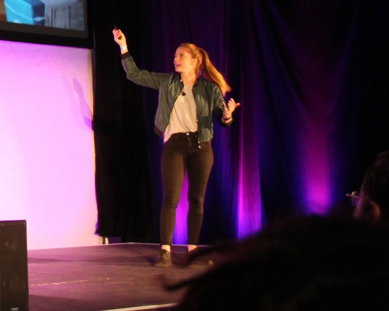 SimoneGiertz_presenting
