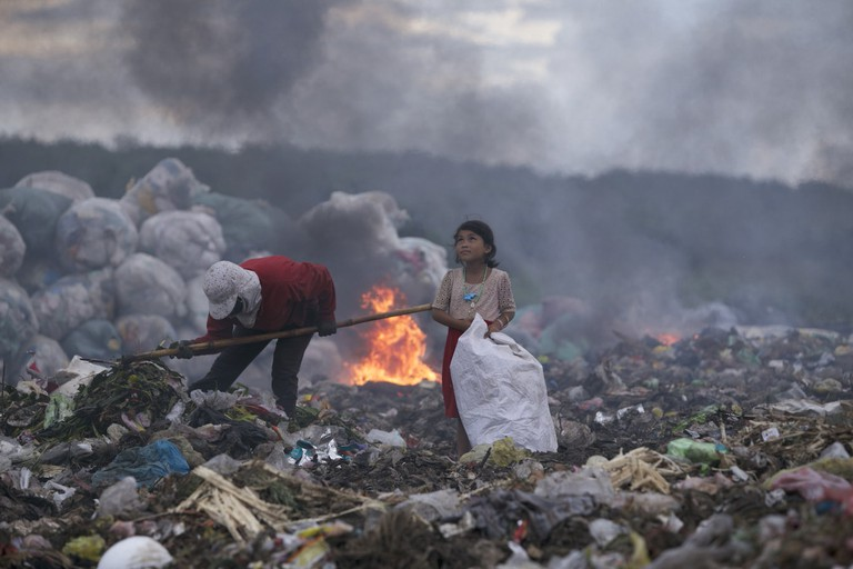 The hopeful eyes of the girl making a living by rubbish | © Quoc Nguyen Linh Vinh