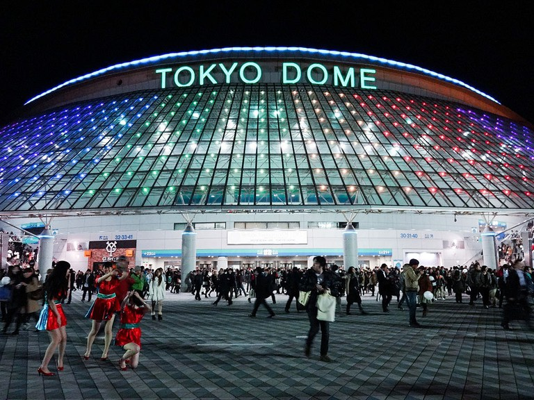 Tokyo_Dome_side_view