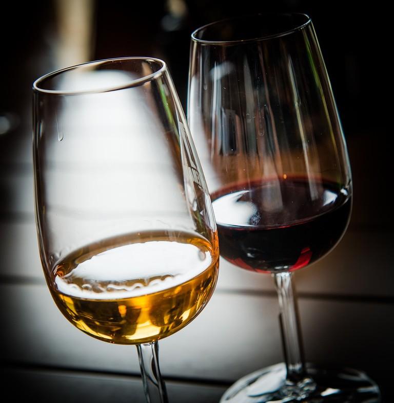 https://pixabay.com/en/wine-glass-port-wine-red-wine-2265324/