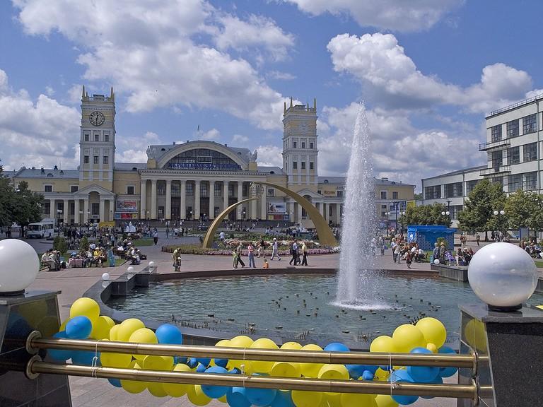 1024px-Украина,_Харьков_-_Железнодорожный_вокзал_05