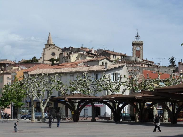 1024px-Aubagne_city_center