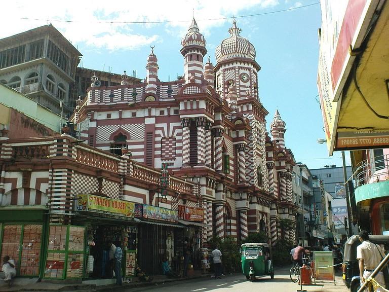 1024px-Beautiful_Landmark_Muslim_Mosque_in_Colombo,_Sri_Lanka