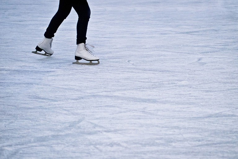 1024px-Ice_Skates_(6625045137)