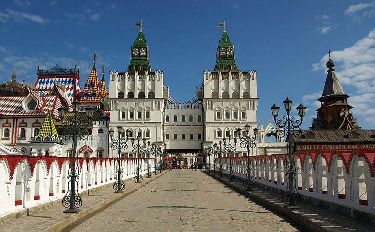 1024px-Moscow,_New_Kremlin_in_Izmailovo,_outside_(2)