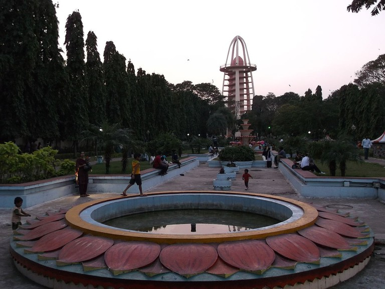 1280px-Anna_Nagar_Tower_Park_From_Entrance_20Jan2013