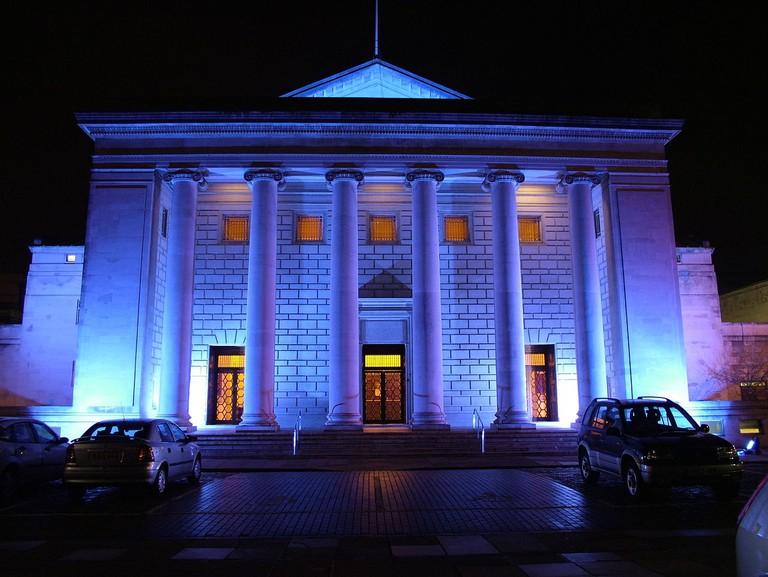 1280px-Night_exterior_Southampton_guildhall