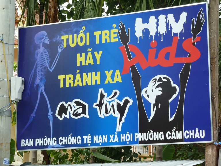 Sign warning Vietnamese youth of the perils of drugs