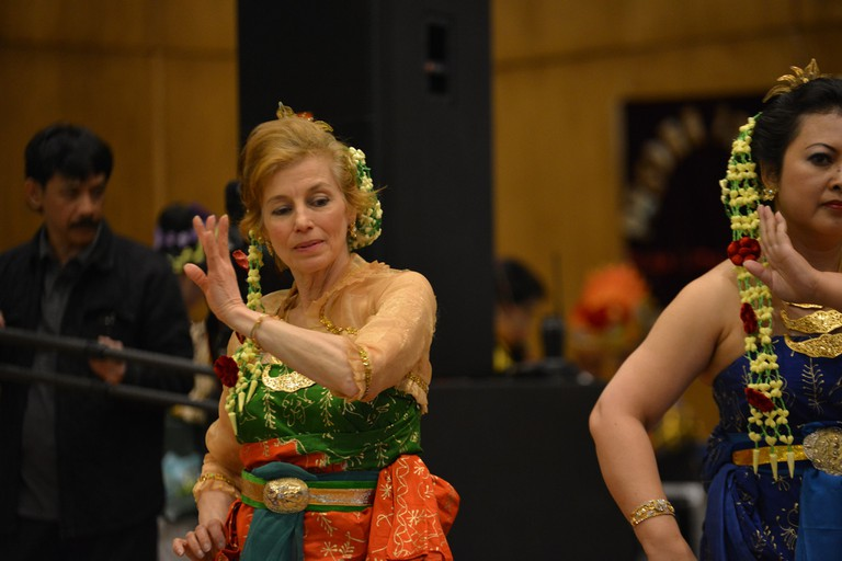 A foreigner performing Indonesian traditional dance