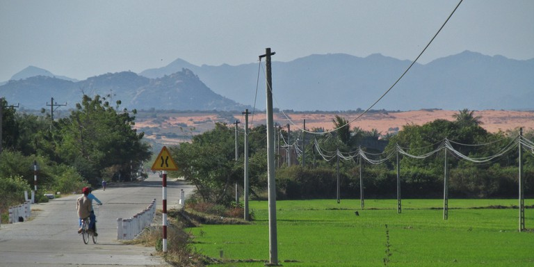 One of the many back road scenes in Vietnam | © garycycles8/Flickr