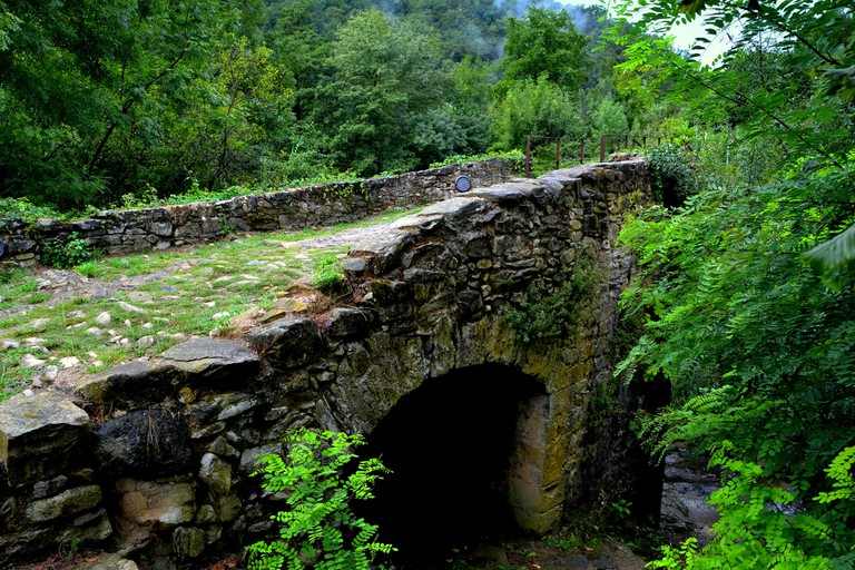This Romanesque bridge enjoyed a better fate