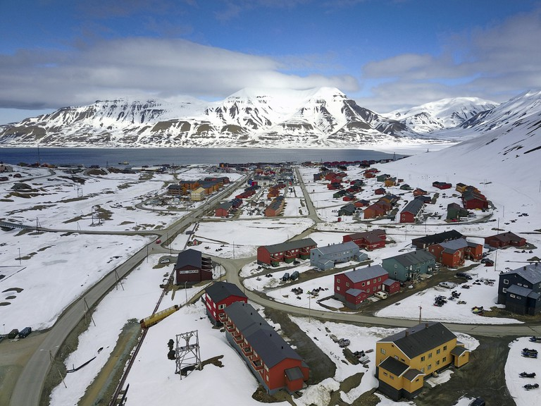 The Longyearbyen settlement | © Christopher Michel / Flickr