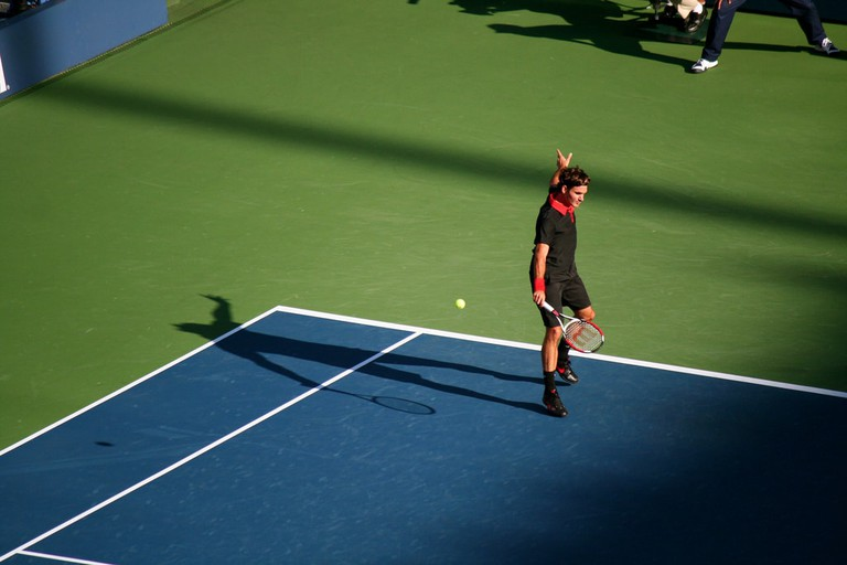 Federer cuts a famous 'no-looksie' shot