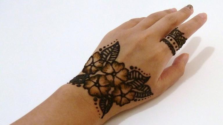 Henna flower