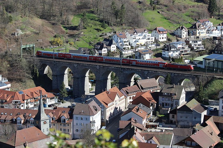 Train over Hornberg viaduct