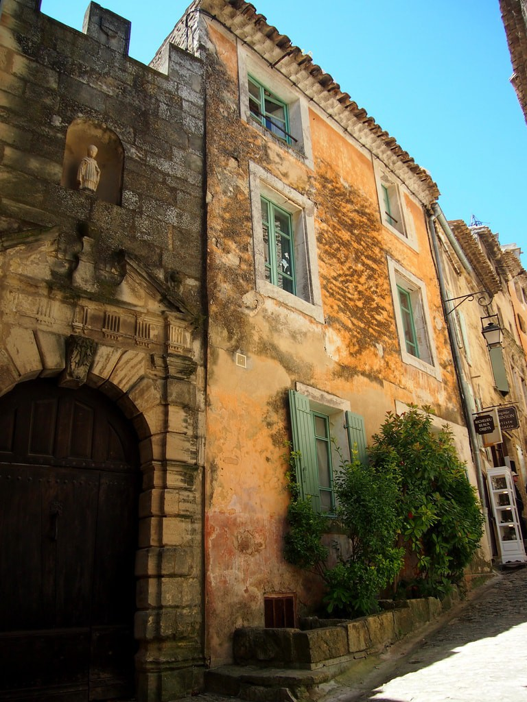 Wander the back streets of Gordes