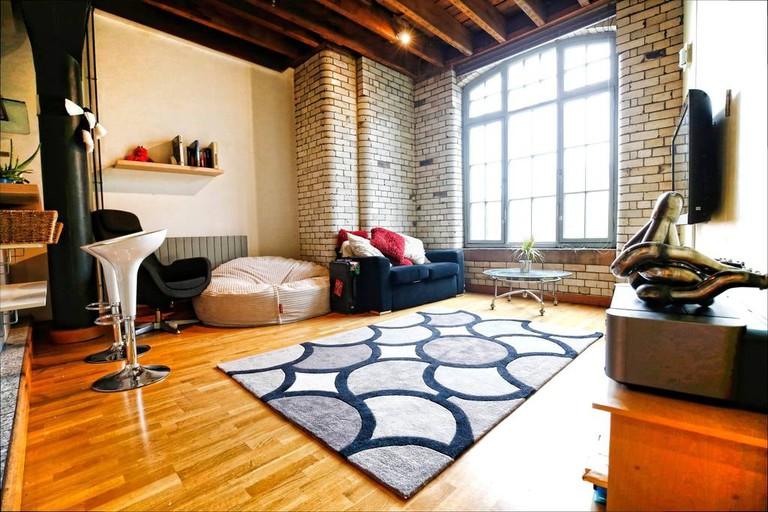 Historic apartment near local amenities