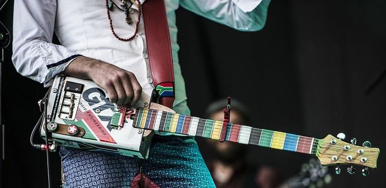Guitarist of SA band Hot Water | © HOTWATERSA/WikiCommons