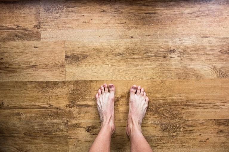 barefoot-2617757_1920