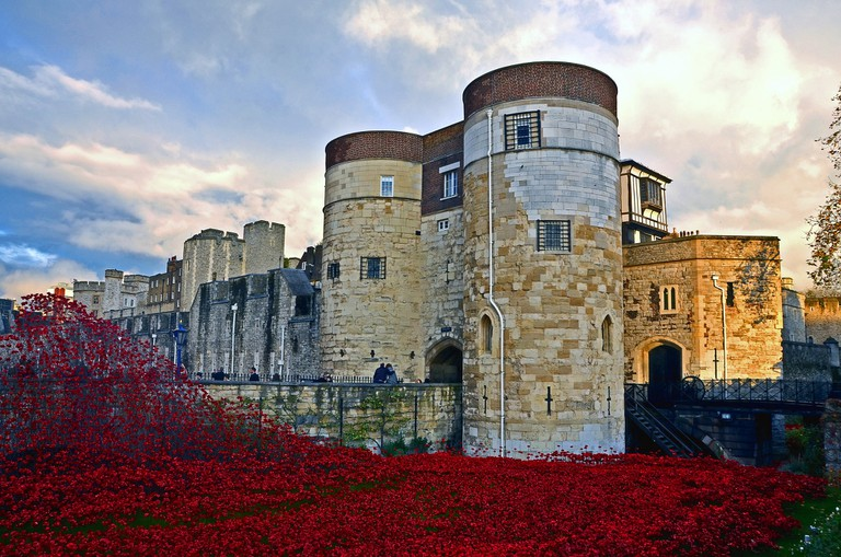 Ceramic poppy installation at the Tower of London, England | © Dun.can Flickr
