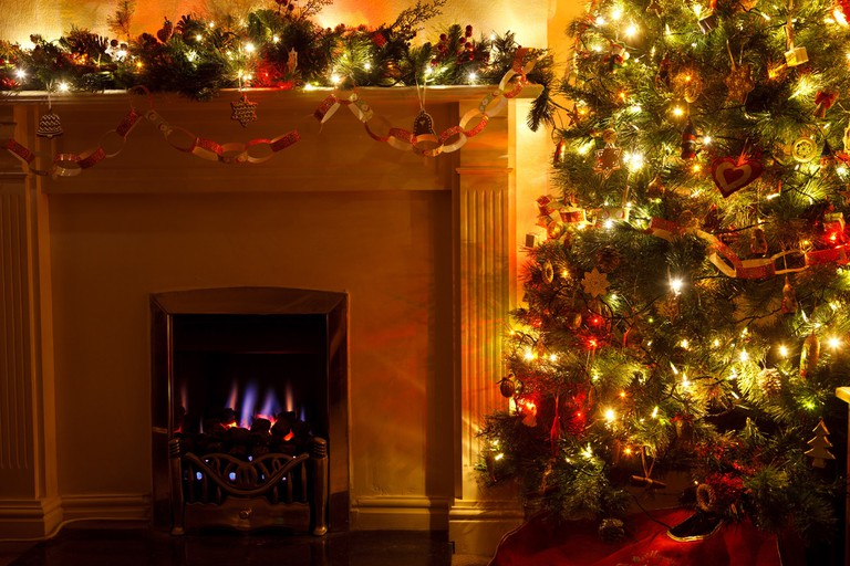 christmas-tree-with-fireplace