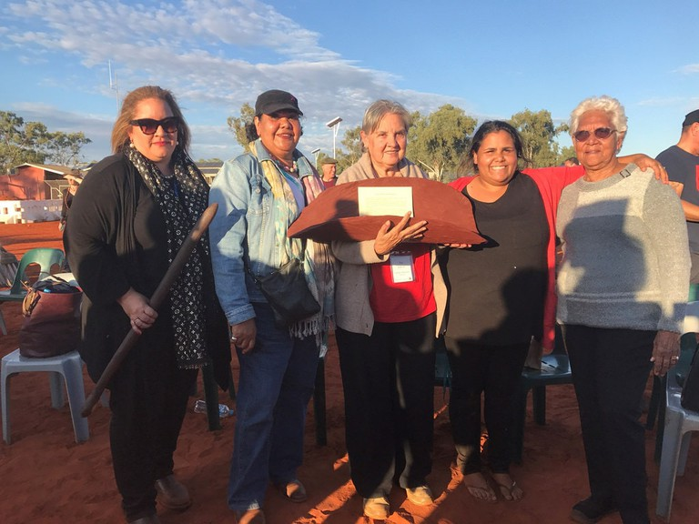 Community leaders hold the Uluru Statement in May 2017 | © Australian Human Rights Commission_Flickr